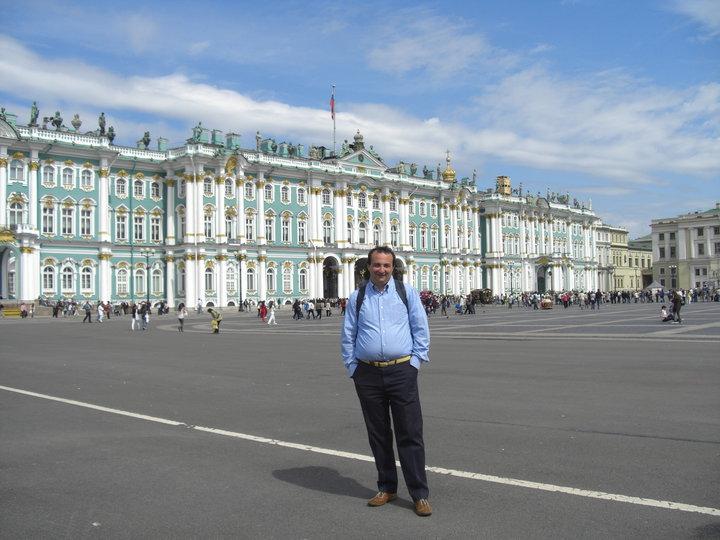 Di fronte all'Hermitage